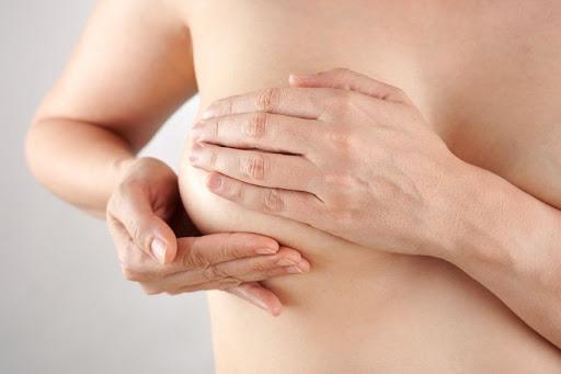 Plastie mammaire avec prothèse en Tunisie prix pas cher